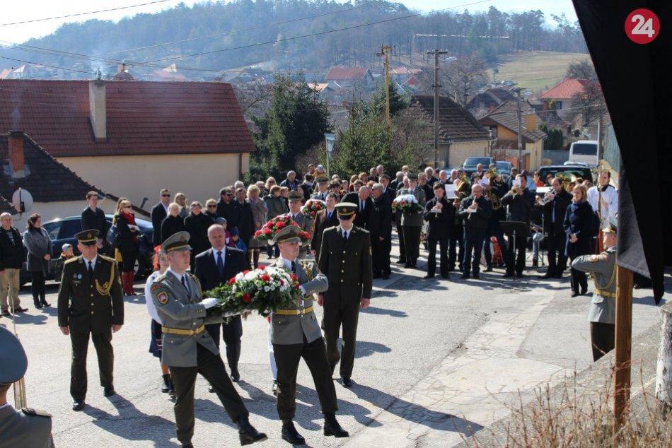 22a35d09e Ilustračný obrázok k článku Pripomenuli si vypálenie obce Skýcov, slávnosti  sa zúčastnil aj minister,